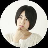 見守りサービスの利用を検討する女性のイメージ画像