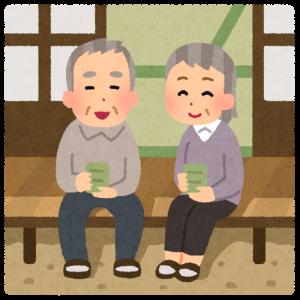 縁側でお茶をする高齢者